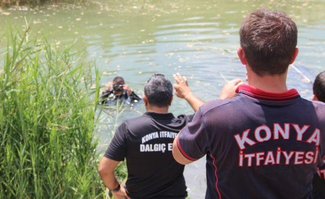 Kamyonet su dolu kanala uçtu: 9 yaralı