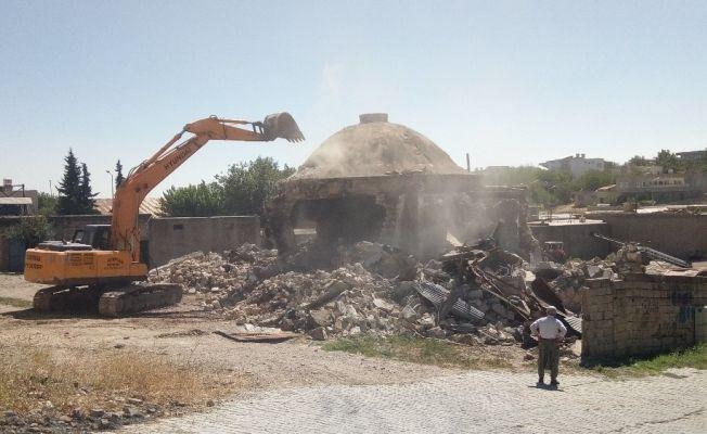 Kahta'da ki 51 yıllık hamam yıkıldı