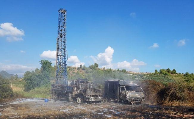 Patlayan komprosürün çıkardığı yangın, sondaj makinası ve kamyonu kül etti
