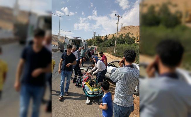 Mardin'de trafik kazası: 2'si çocuk 3 yaralı