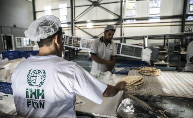 Suriye'ye bin 152 tır gıda yardımı yollandı