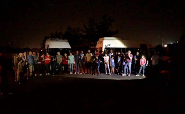 Düzensiz göçmenlerin zorla depoda tutulduğu iddiası