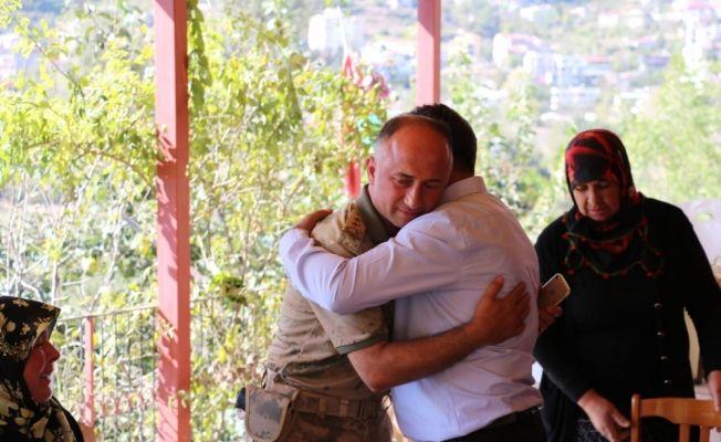 İl Jandarma Komutanı Öksüz'den şehit ailesine ziyaret