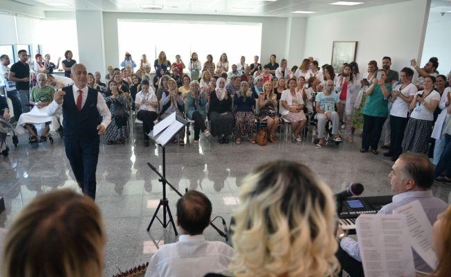 Hastane personelinden hastalara konser