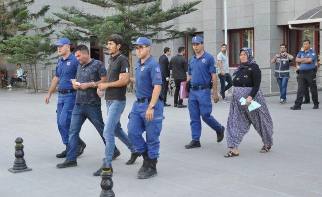 Antalya'da icra görevlilerinin rehin alındığı iddiası