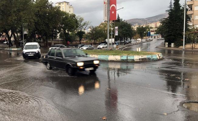 Sağanak yağış Kahramanmaraş'ı felç etti