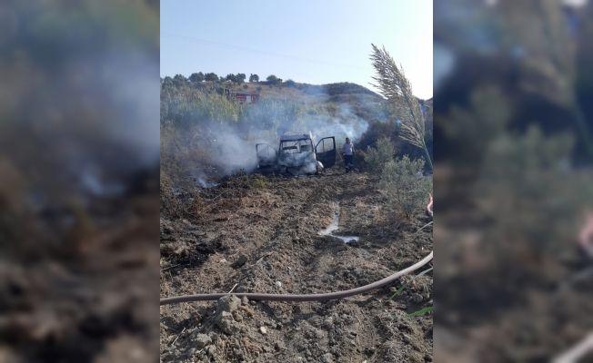 Hatay'da seyir halindeki minibüs yandı