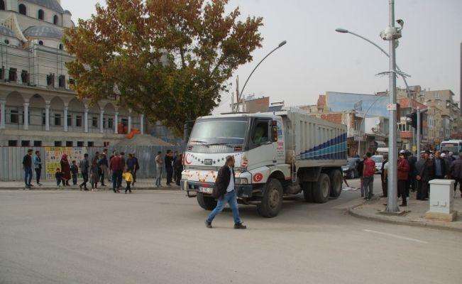 Afşin'de hafriyat kamyonunun çarptığı yaya öldü