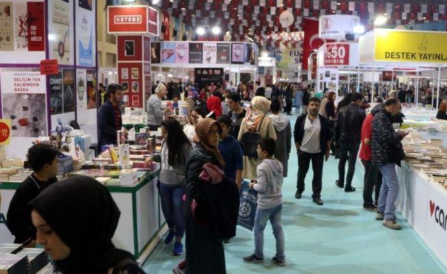 5. Uluslararası Kitap ve Kültür Fuarını 250 bin kişi ziyaret etti