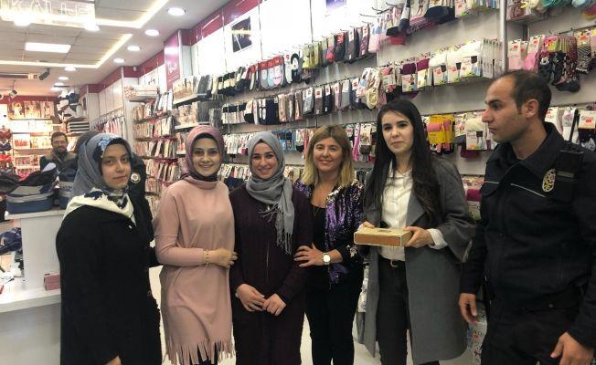 Suriyeli kızın bulduğu altın dolu kutu, sahibine teslim edildi