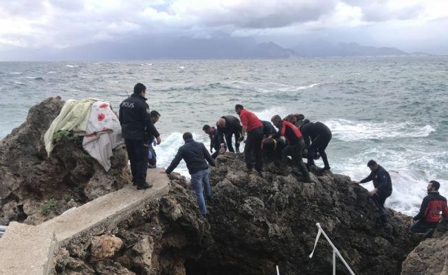 Balık tutarken denize düşen kişi boğuldu