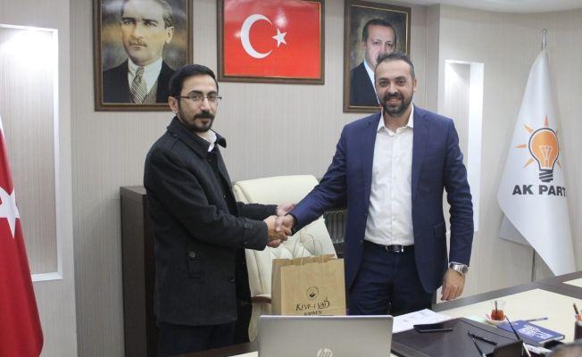Keyfî-yad kahvesi sahibi Avukat Alper Arslan AKP İlçe başkanı Avukat Hasan Sungur'u ziyaret etti.