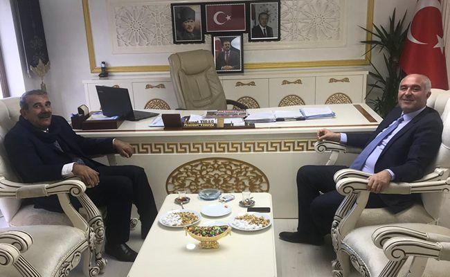 Belediye Başkan Adayı Paksoy, Belediye Başkanı Tıraş'ı ziyaret etti