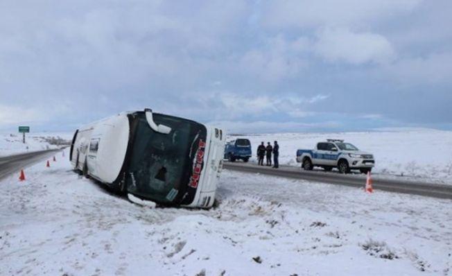 Kahramanmaraş'tan Kayseri'ye giden otobüs devrildi: 27 yaralı