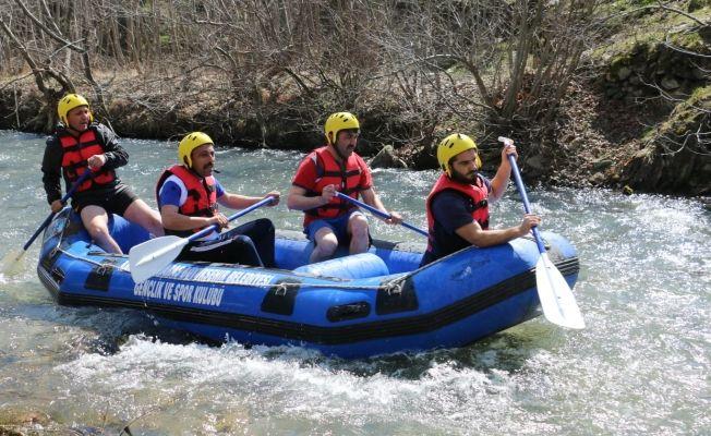 Nergele Çayı'nda rafting sevinci