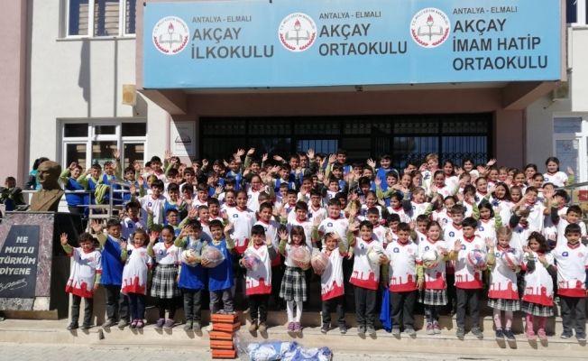 Büyükşehir Belediyesi'nden okullara spor malzemesi desteği