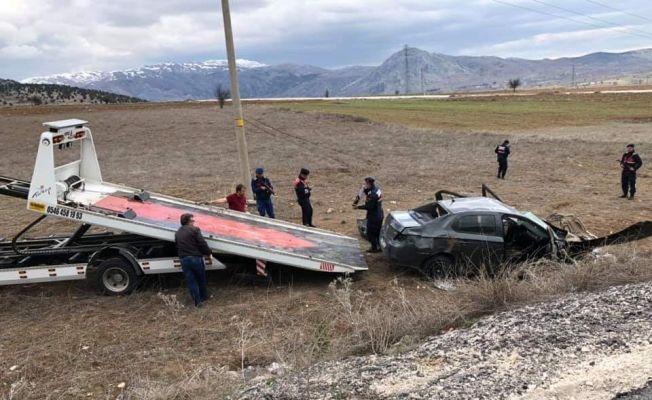 Burdur'da otomobil şarampole devrildi: 3 ölü, 2 yaralı
