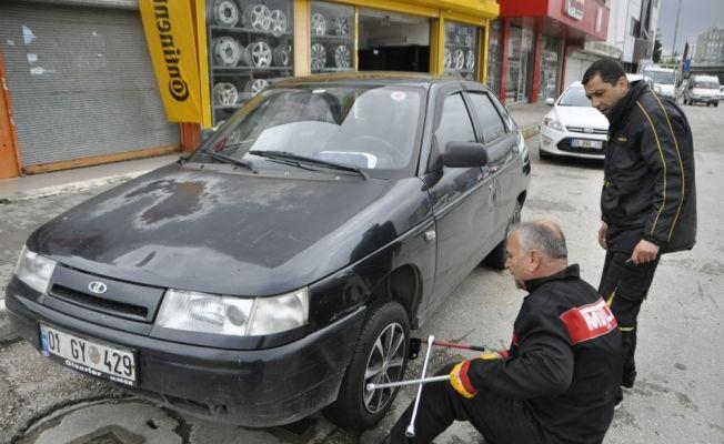Adana'da park halindeki 5 aracın lastikleri kesildi