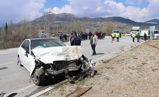 Burdur'da iki otomobil çarpıştı: 1 ölü, 2 yaralı