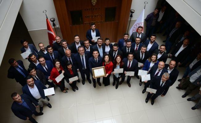 Kumluca Belediye Başkanı Köleoğlu mazbatasını aldı