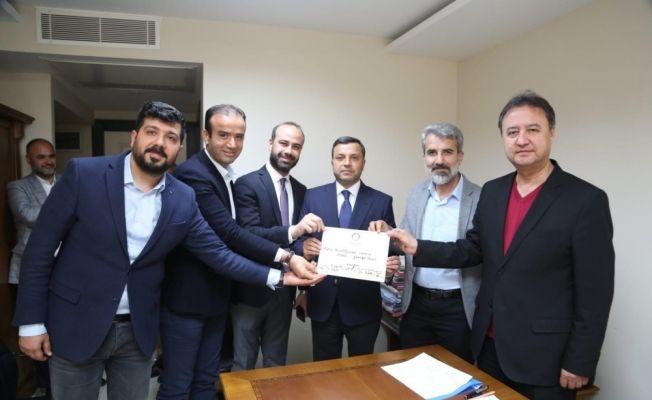Yüreğir Belediye Başkanı Fatih Mehmet Kocaispir mazbatasını aldı