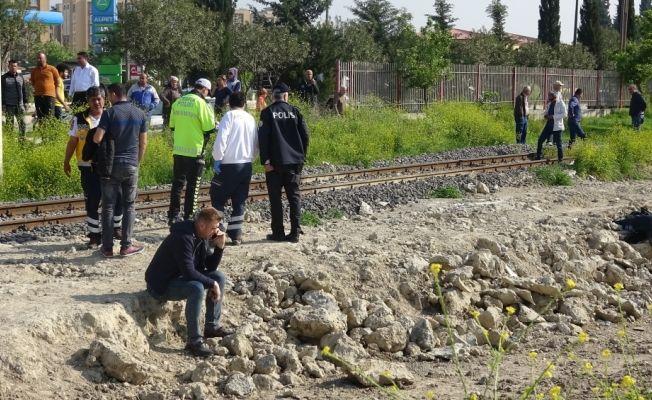 Adana'da trenin çarptığı kişi öldü