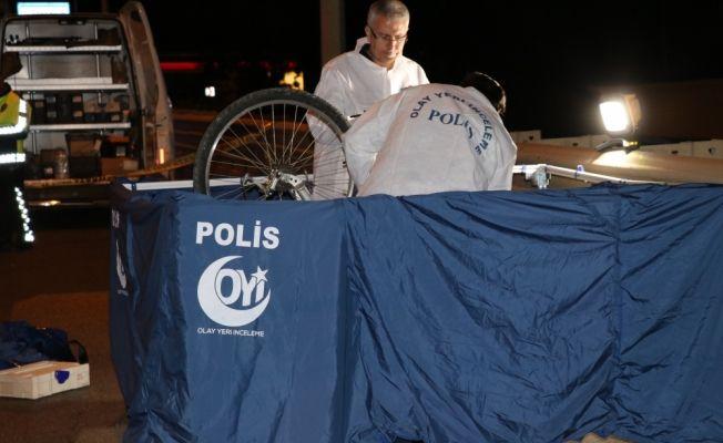 Antalya'da tır dorsesinin çarptığı bisikletli öldü