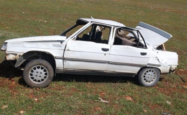 Otomobil telefon direğine çarptı: 5 yaralı