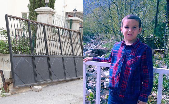 Üzerine demir kapı devrilen çocuk yaralandı