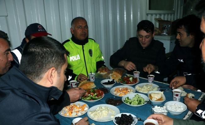 Kahramanmaraş'ta polisler ilk sahuru görevlerinin başında yaptı