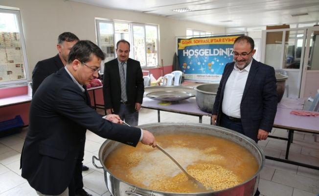 Kazanlar iftar sofrası kuramayanlar için kaynıyor