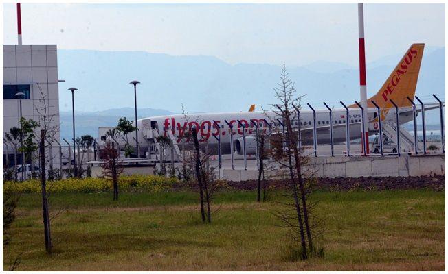Kahramanmaraş'ta kuş sürüsüne çarpan uçak zorunlu iniş yaptı