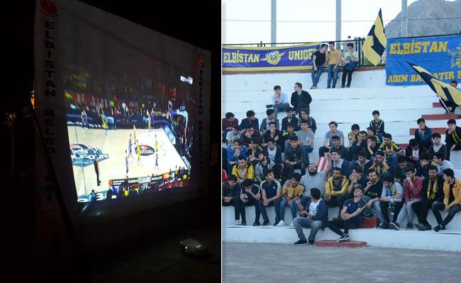 Elbistan Belediyesinden dev ekranda basketbol maçı keyfi