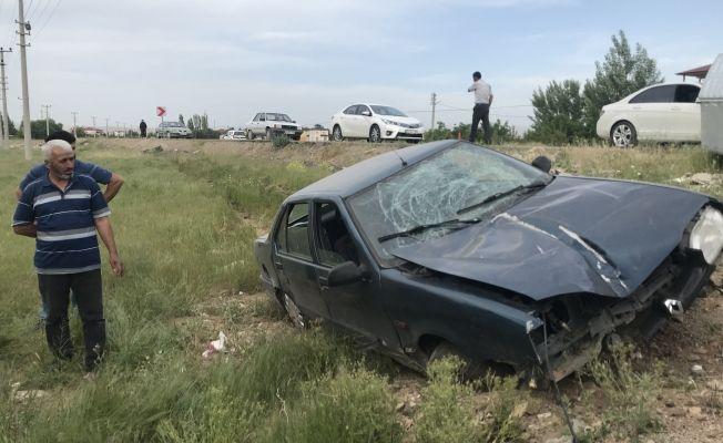 Elbistan-Malatya karayolunda tekeri patlayan otomobil yoldan çıktı