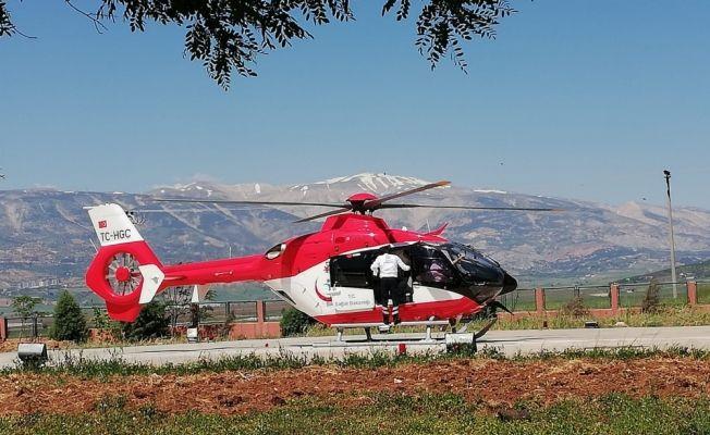 Ambulans helikopter yaşlı adam için havalandı