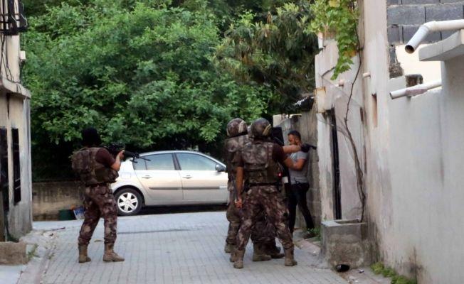Adana merkezli 3 ilde terör operasyonu: 19 kişi yakalandı