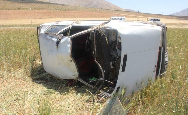 Elbistan'da otomobil devrildi: 5 yaralı
