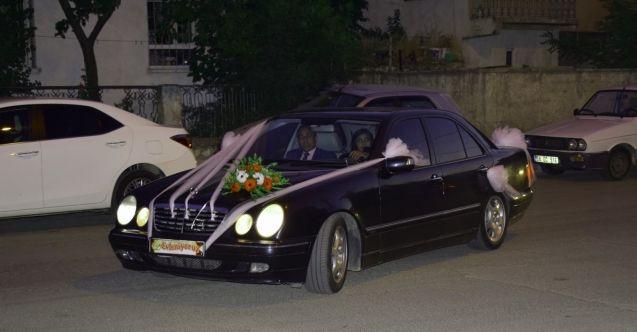 """Başkan Gürbüz'ün makam aracı """"gelin arabası"""" oldu"""