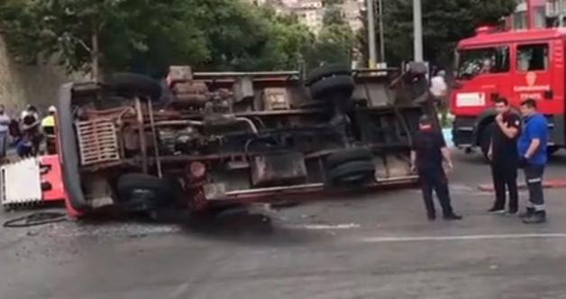 Kahramanmaraş'ta freni boşalan vinç devrildi!