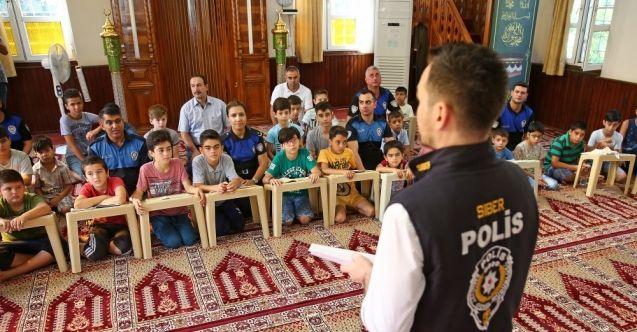 Adana'da polisten internet bağımlılığı konusunda bilgilendirme