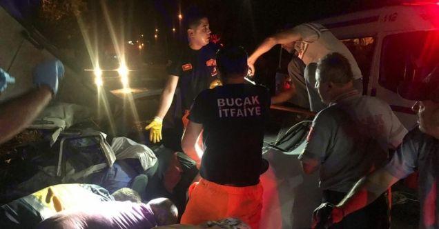 Burdur'da otomobil ile kamyon çarpıştı: 3 kişi hayatını kaybetti