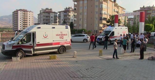 Elbistan'da asansör kabini düştü: 2 yaralı