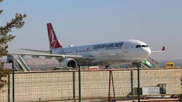 Roller yine değişmedi! Kahramanmaraş uçağı Gaziantep'e indi...
