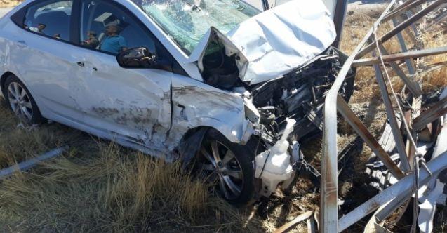 Afşin'de iki otomobil çarpıştı: 6 yaralı