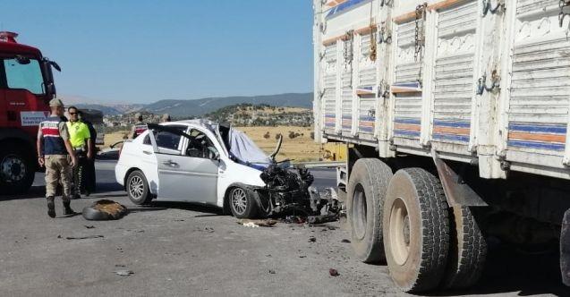 Kahramanmaraş'ta otomobil ile kamyon çarpıştı: 1 ölü