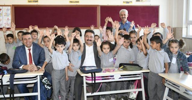 Başkan Gürbüz'den eğitime tam destek! 3 bin öğrenciye eğitim seti hediye edildi...