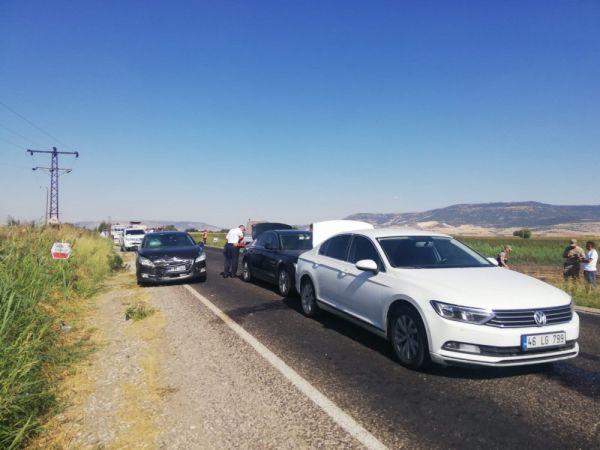 Mahir Ünal'ın bulunduğu konvoyda kaza meydana geldi! 2 Milletvekili yaralandı