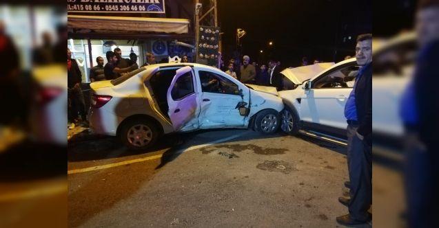 Elbistan'da feci kaza! Sürücü araçta sıkıştı