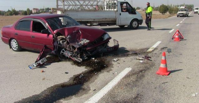 Elbistan'da otomobil ile tır çarpıştı: 2 yaralı