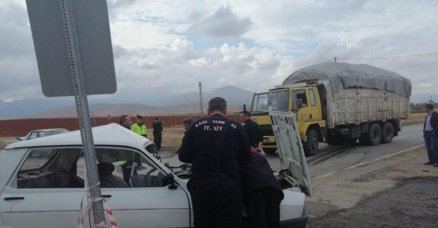 Afşin'de otomobil ile kamyon çarpıştı: 1 ölü, 1 yaralı
